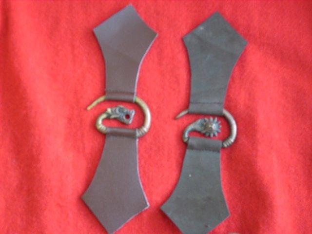 A la vente et pour l'asso : Fermoir de capes ou de mantel Img_0220